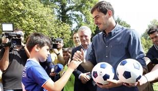 Crianças contaram com Casillas para uma partida especial