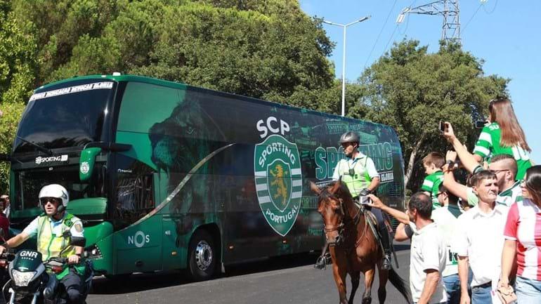 Autocarros de Sporting e Aves chegaram ao estádio e... foi isto