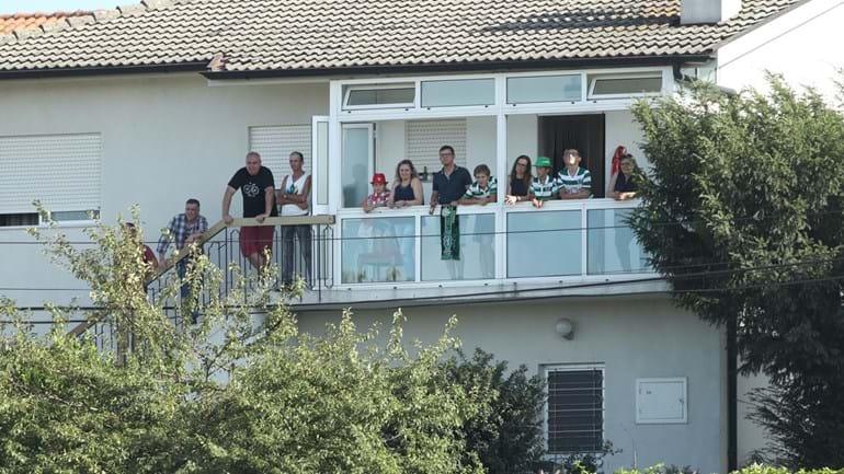 Na Vila das Aves é possível ver o jogo... sem sair de casa