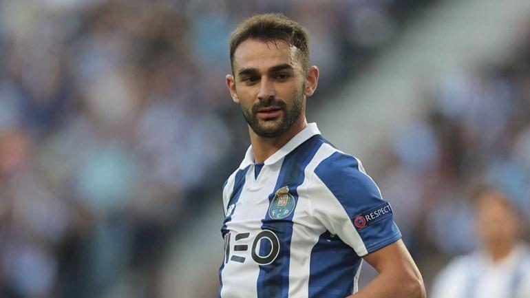 Confirmado, Adrián López volta a deixar o FC Porto