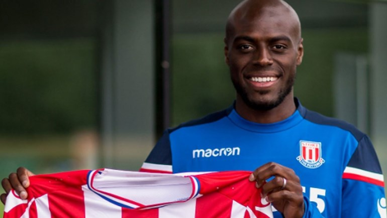 Martins Indi é o mais recente reforço do Stoke City — Oficial