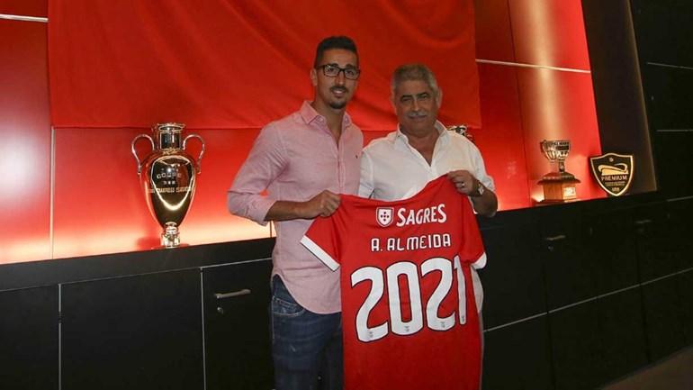 OFICIAL: André Almeida renova com o Benfica até 2021