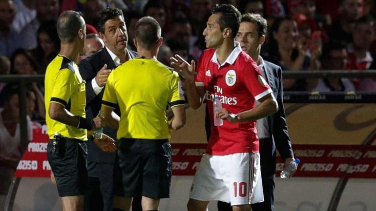 Benfiquistas irritados com Jorge Sousa pelo segundo desconto de tempo