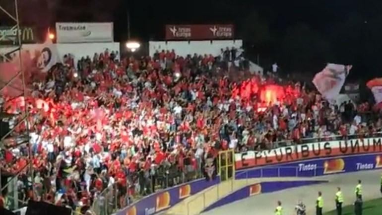 É por causa disto que a PSP vai lavrar auto contra o Benfica