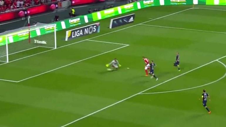 Seferovic não pára de marcar: arrancada só parou no fundo das redes