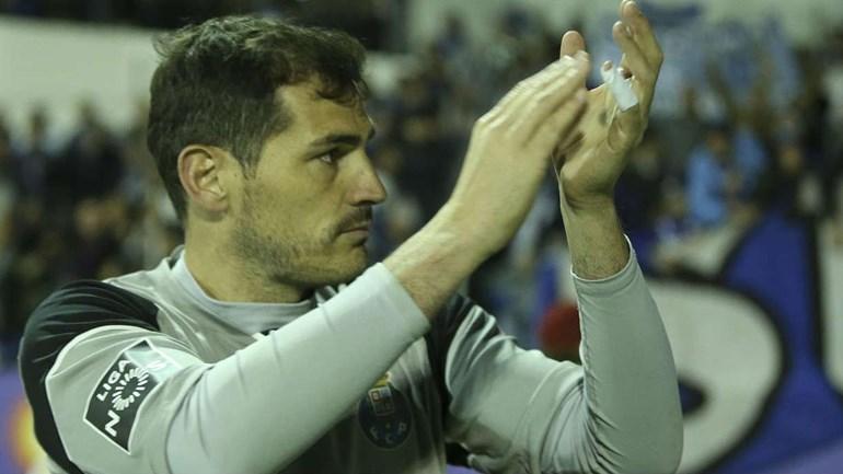 Iker Casillas muito aplaudido antes do aquecimento
