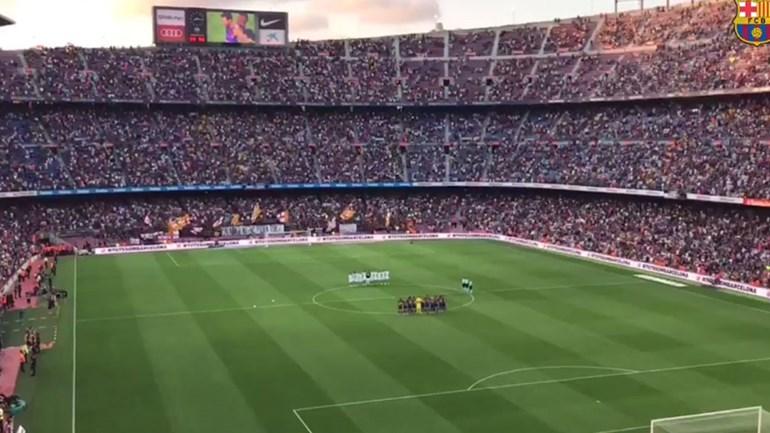 Camp Nou respeitou assim um minuto de silêncio pelas vítimas do atentado