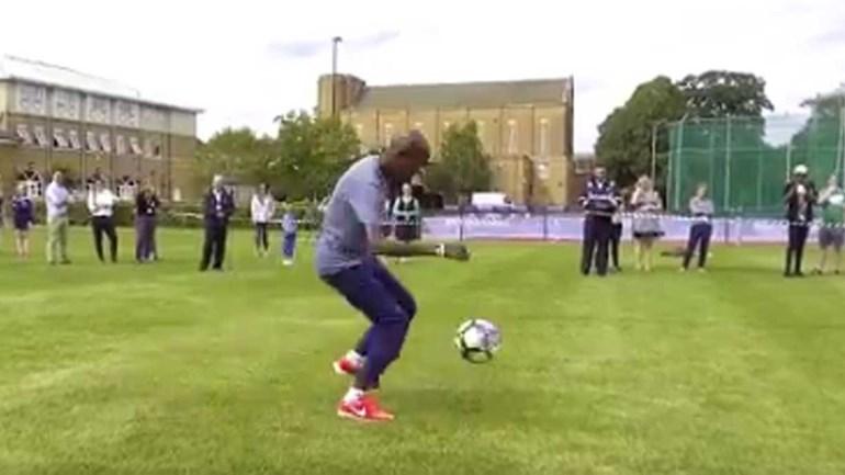 Mo Farah mostra o porquê de ter apostado no atletismo e não no futebol