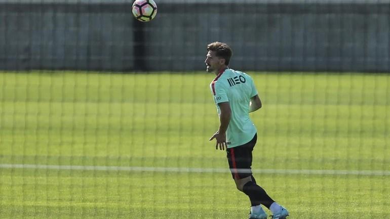 Santos confirma dispensa de Adrien para ultimar transferência