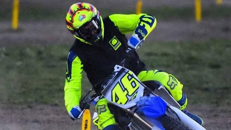 MotoGP: Rossi caiu e suspeita-se de fratura na perna