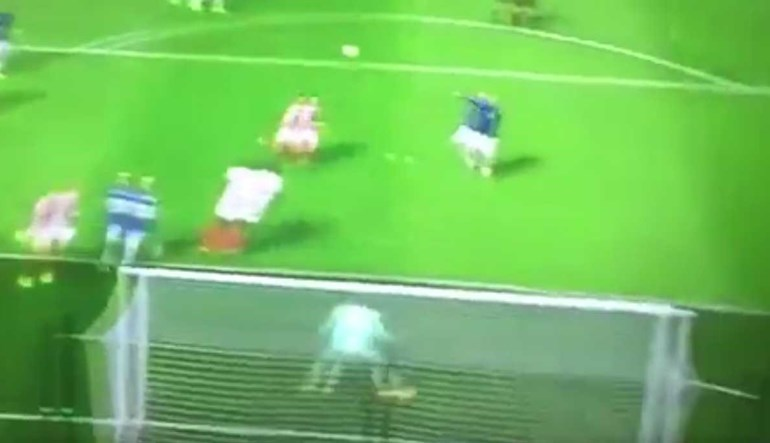 Rooney entrou na máquina do tempo para concluir jogada à antiga