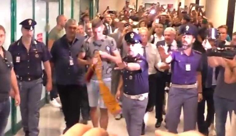 Trocou a Sampdoria pela Roma e foi recebido assim...