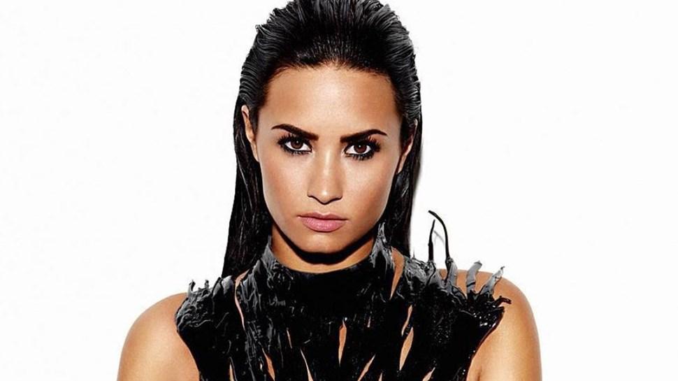 Demi Lovato feliz sem namorado