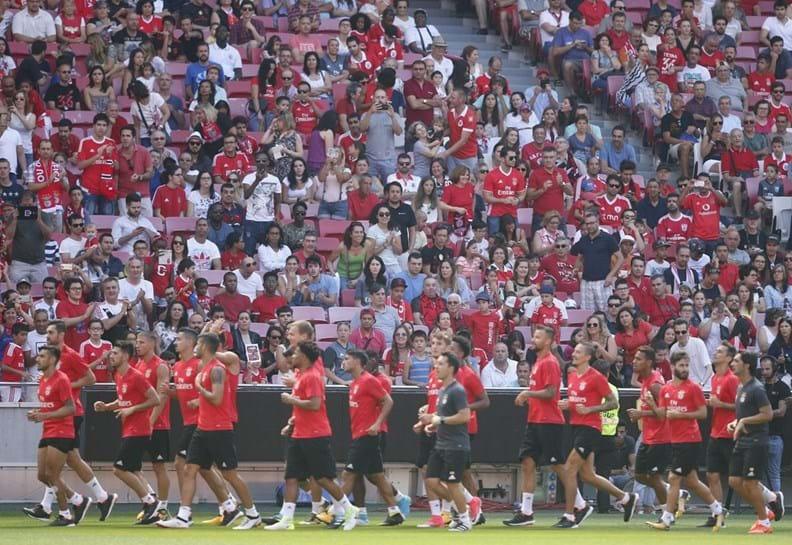 Vitória derrotado na Supertaça pelo Benfica — FOTOS