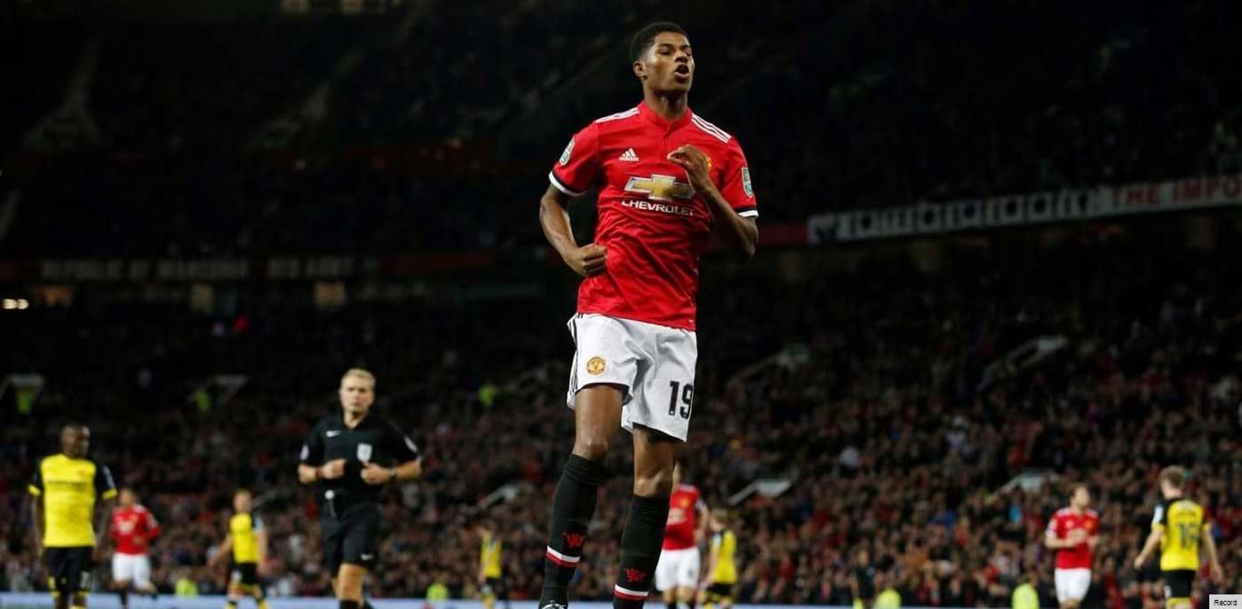 Manchester United goleia Burton e segue na Taça da Liga