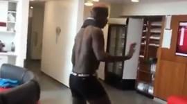 Então mas Pogba não está lesionado? Esta dança do francês deve ter 'assustado' Mourinho