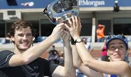 Martina Hingis e Jamie Murray vencem final de pares mistos