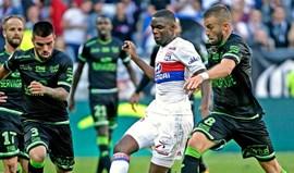 Lyon derrota Guingamp e sobe ao terceiro lugar