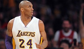 Lakers retiram números de Kobe Bryant frente aos Golden State Warriors