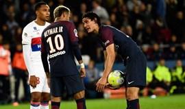Situação 'normal' entre Neymar e Cavani quase acabou em agressões no balneário