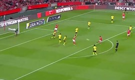 Cervi apanhou a bola em cheio e 'fuzilou' Mário Felgueiras