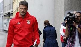 Benfica recorre e suspende castigo a Samaris