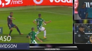 Vídeo-árbitro dita penálti no Chaves-Moreirense