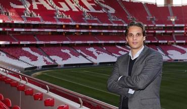 Nuno Gomes fecha ciclo na Luz