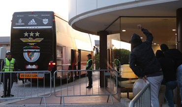 Benfica alvo de insultos na chegada a Vila Nova de Gaia