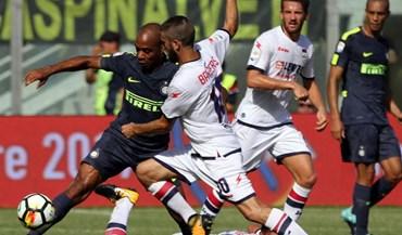 Inter vence Crotone com João Mário em destaque (0-2)