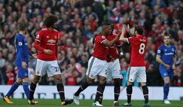 United goleia no dia em que Rooney voltou a casa