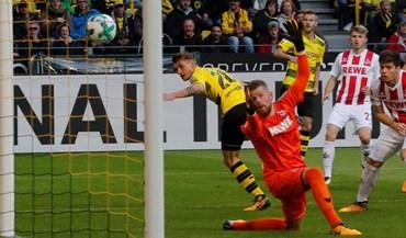 Borussia Dortmund goleia e mantém-se na liderança da Bundesliga