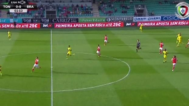Moufi expulso aos 4 minutos no jogo de estreia na Liga