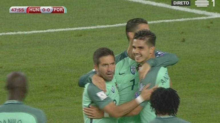 Ronaldo cruzou e André Silva fez assim o primeiro na Hungria