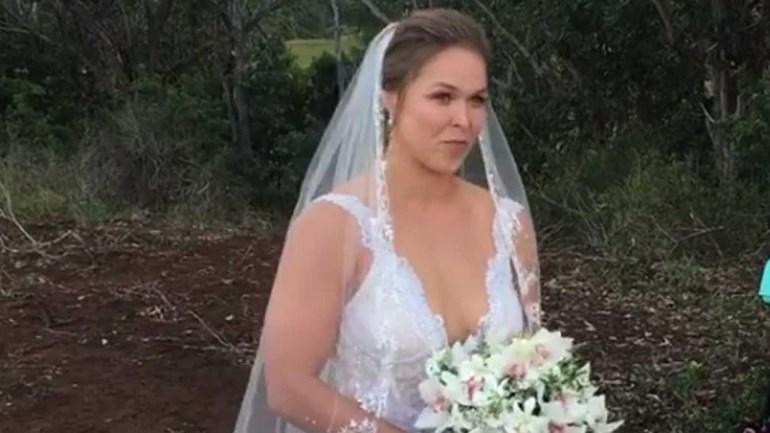 Imagens do casamento de Ronda Rousey com o lutador Travis Browne