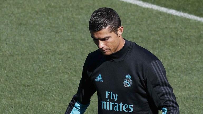 Emocionado, Alonso é nomeado sócio honorário do Real Madrid e se declara