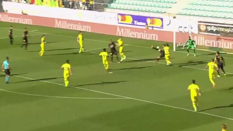 Golpe acrobático de Bruno Moreira salva ponto para o P. Ferreira