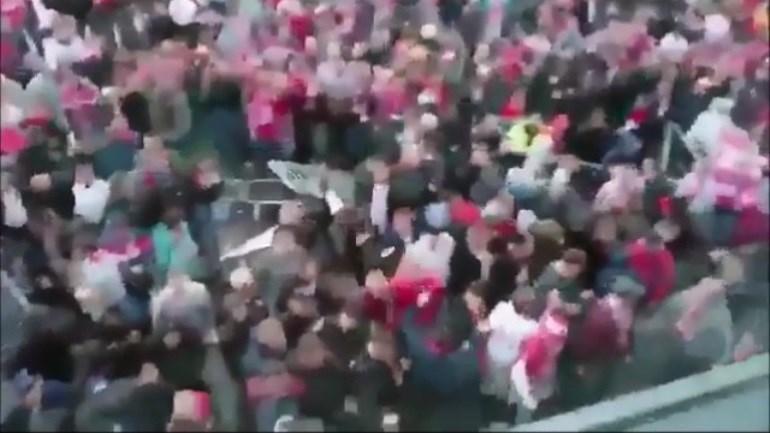 Imagens impressionantes da confusão antes do Arsenal-Colónia