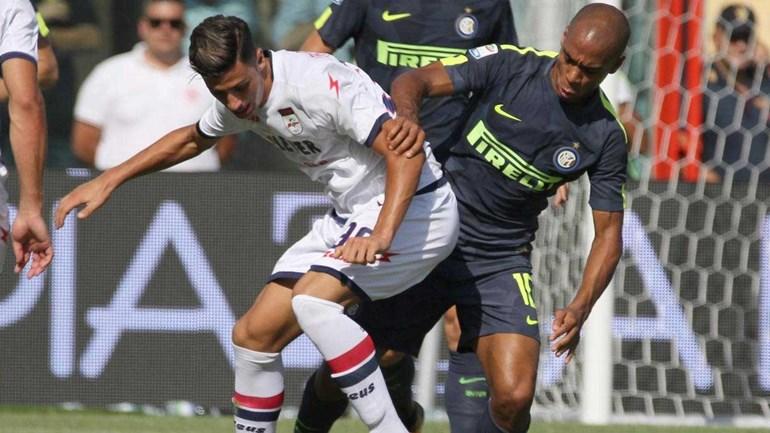 João Mário assiste, Inter salva-se no fim na visita ao Crotone