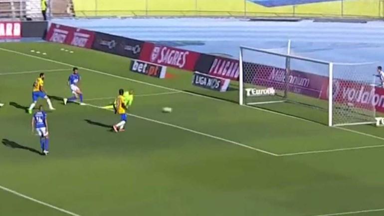 Tiago Caeiro abriu assim o marcador no Belenenses-Estoril
