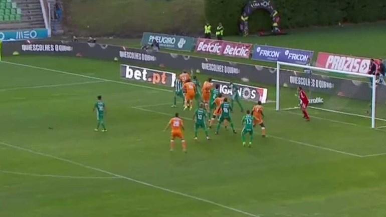 Cabeceamento fulgurante de Danilo dá vantagem ao FC Porto