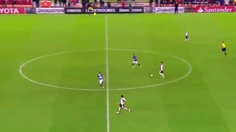 Enzo Pérez marcou o 'golaço dos golaços' da Libertadores