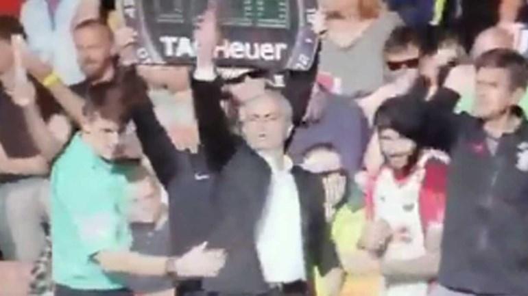 Mourinho e o quarto árbitro: até nas substituições houve confusão