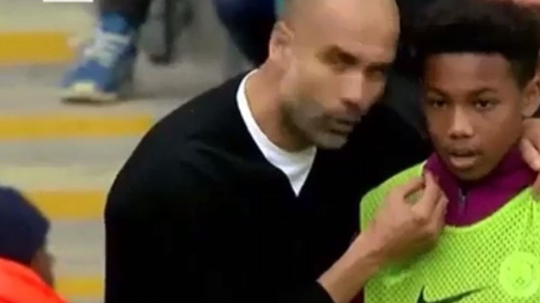 Guardiola aproveitou para dar instruções até... ao apanha-bolas