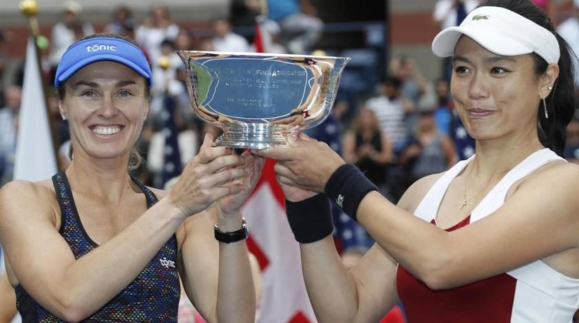 Martina Hingis vence em pares femininos e soma 25.º 'Grand Slam'