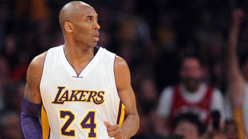 Lakers retiram números de Kobe Bryant frente aos Golden State Warriors