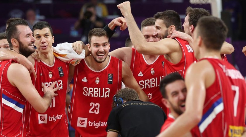Sérvia junta-se à Eslovénia na final