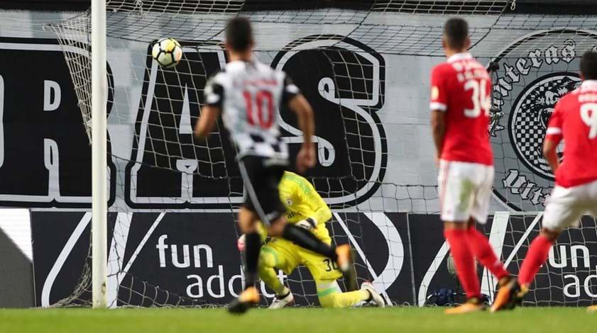 A crónica do Boavista-Benfica (2-1): Sinal vermelho no xadrez