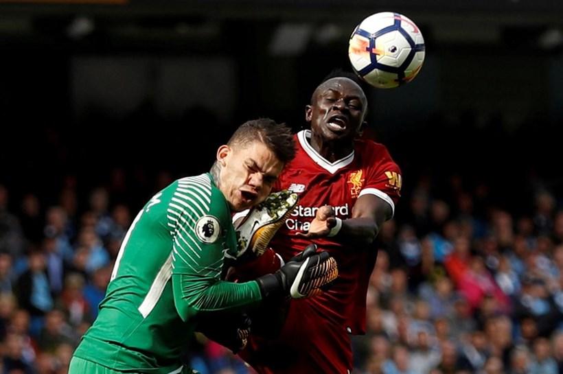 Ederson mostra como ficou seu rosto após choque com jogador do Liverpool