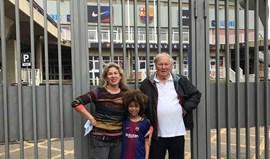 Família australiana foi a Barcelona para ver Neymar e... ficou (duplamente) de mãos a abanar